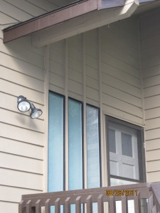 Excellent porch light